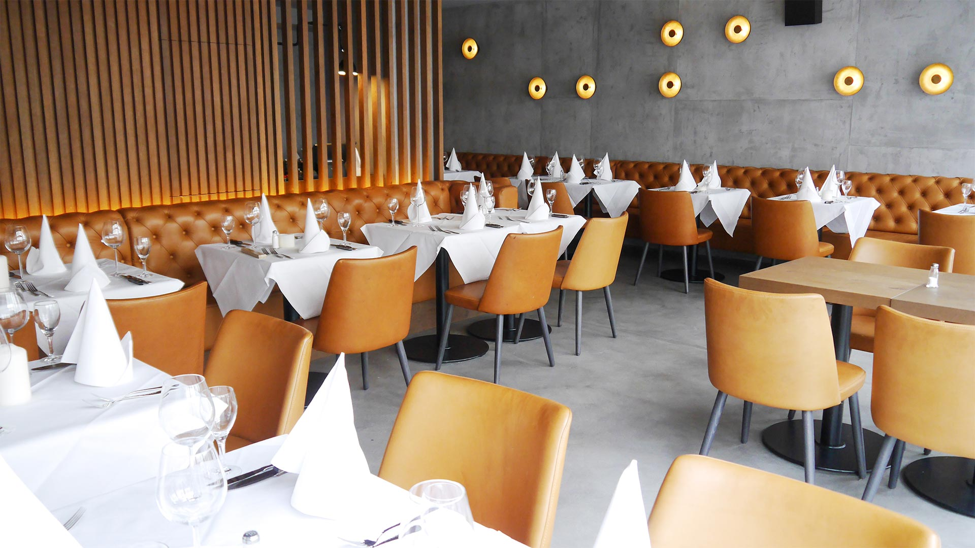 Gastraum | Brick + Bone Steakhouse, Karlsruhe