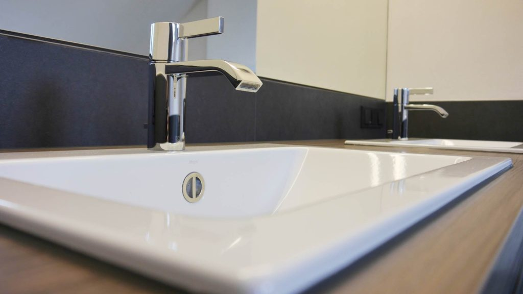 waschtisch schwebend mit spiegel referenzen hammer. Black Bedroom Furniture Sets. Home Design Ideas