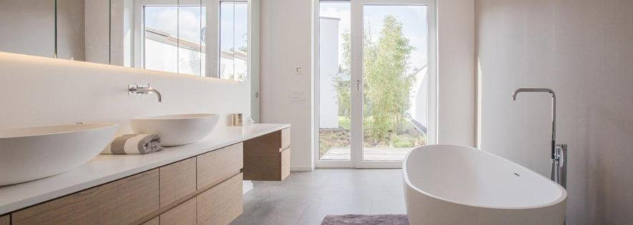 Ein Waschtisch zum Verlieben - Materialmix aus Holz, Corian und Spiegel