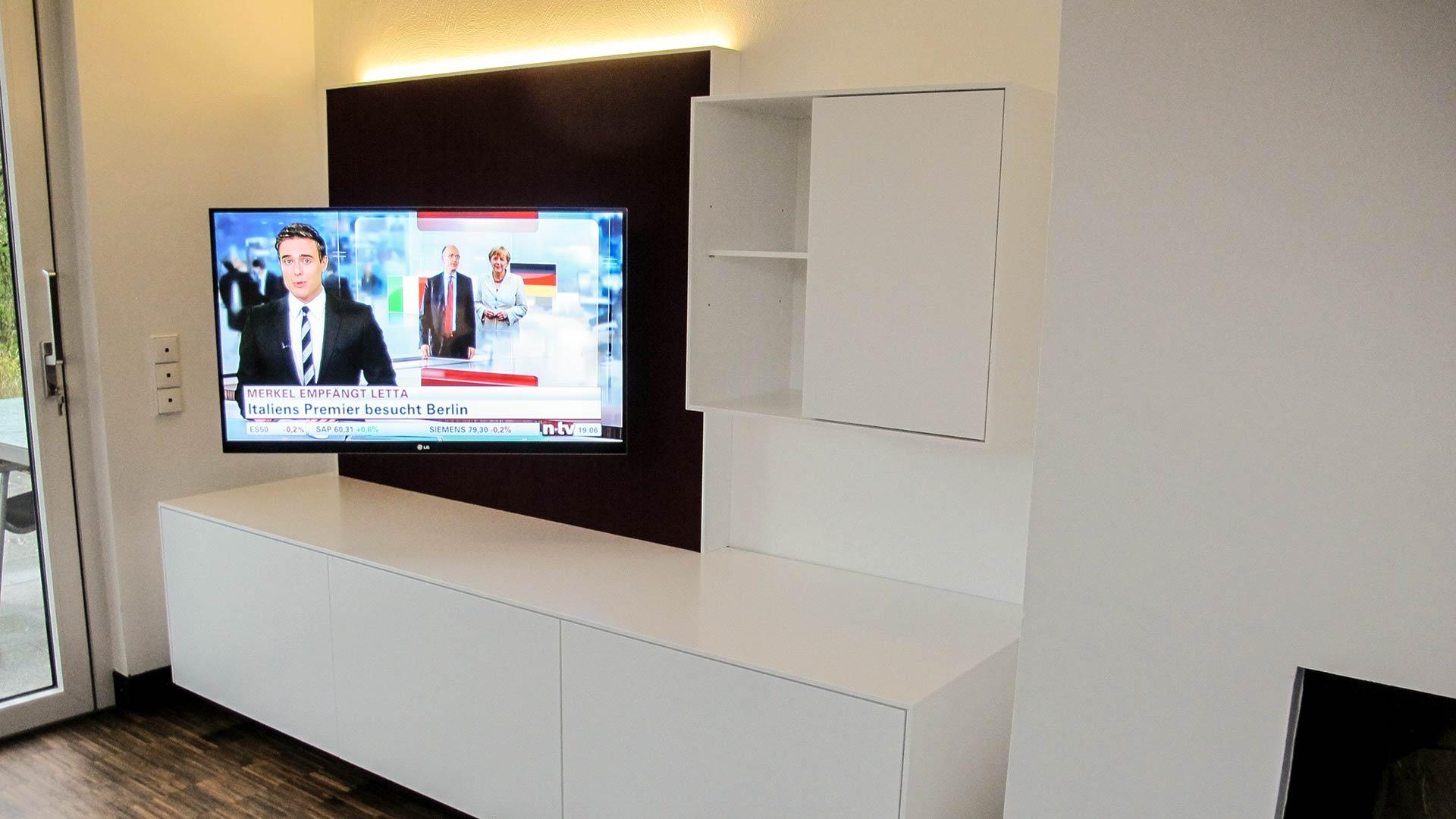 Ein schwenkbarer TV-Arm garantiert beste Sicht aus jeder Position