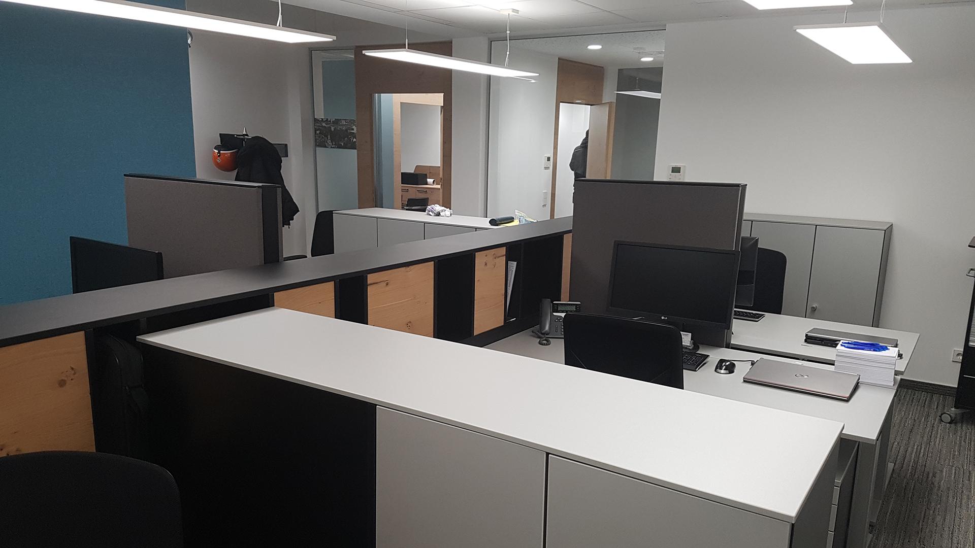 Moderne Arbeitsplätze erlauben effiziente Arbeit in entspannter Atmosphäre