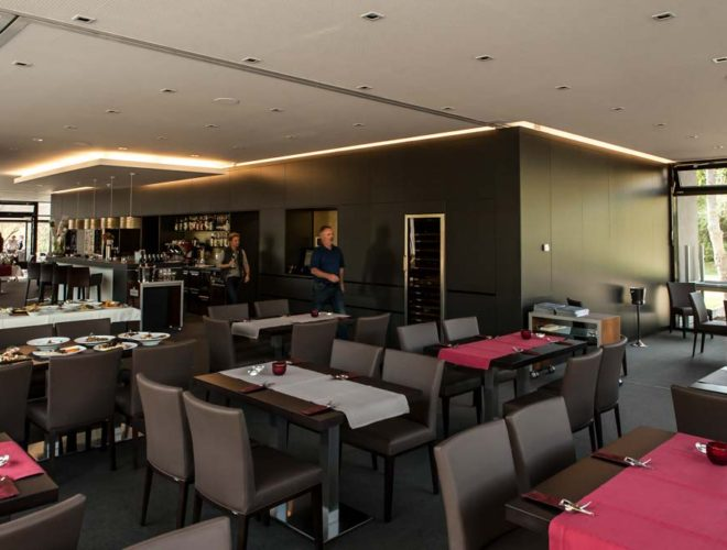 Schrankwand_und_Gastraum-Golfclub_Bruchsal