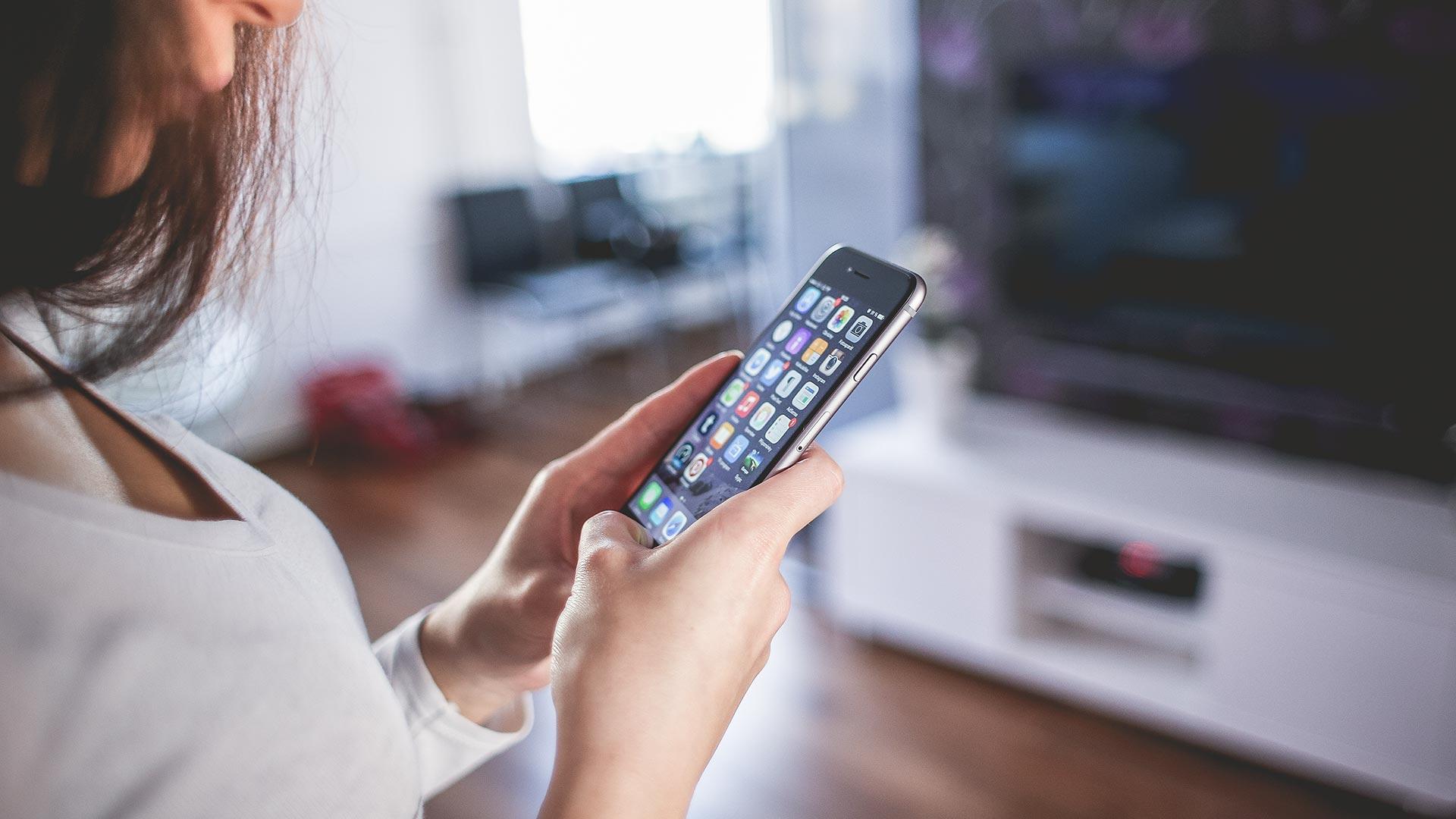 Viele TV-Halterungen und Liftsysteme lassen sich problemlos in Ihr Smart Home-Steuersystem einbinden.