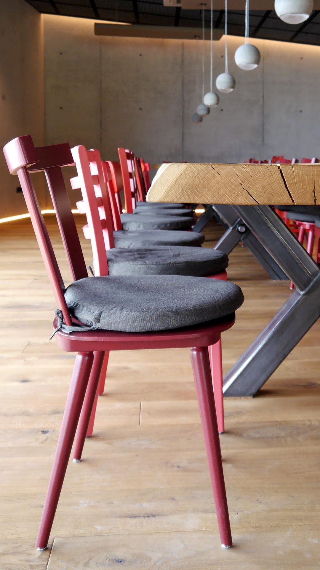 Stühle bieten unzählige Designoptionen in Form, Material, Oberfläche, Polsterung und Farbe