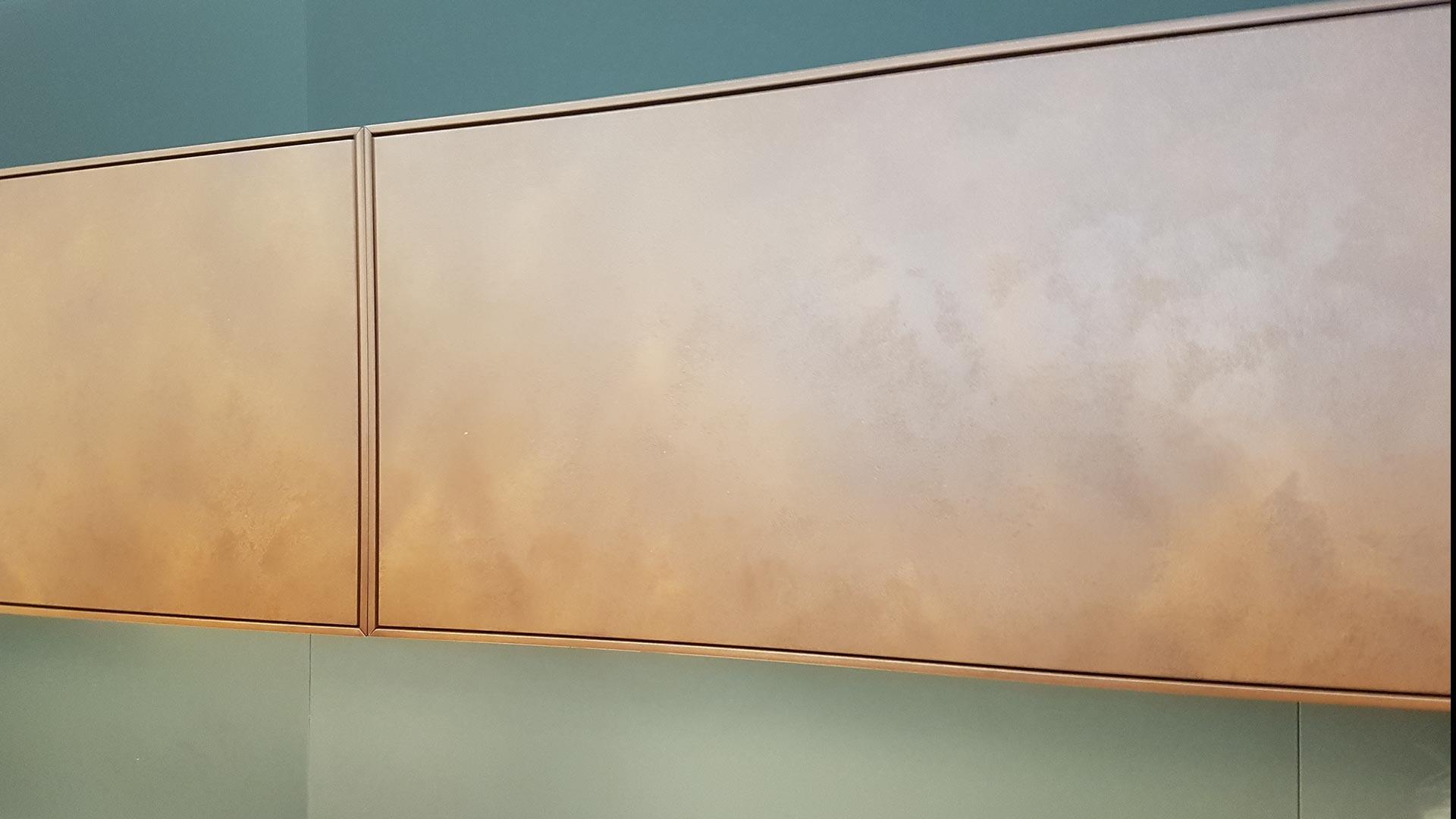 Effektvoll und robust mit einer spannenden Geschichte: Holz in Rost-Optik mit Pulverbeschichtung