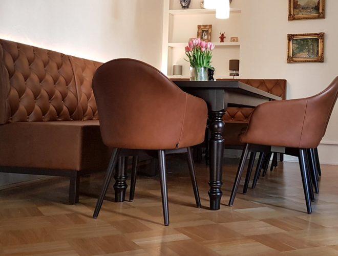 Eiche-dunkel-gebeizt_Tischbeine-gedrechselt_Detail_Eckbank_Tisch_Stühle_Esszimmer-im-klassischen-Design