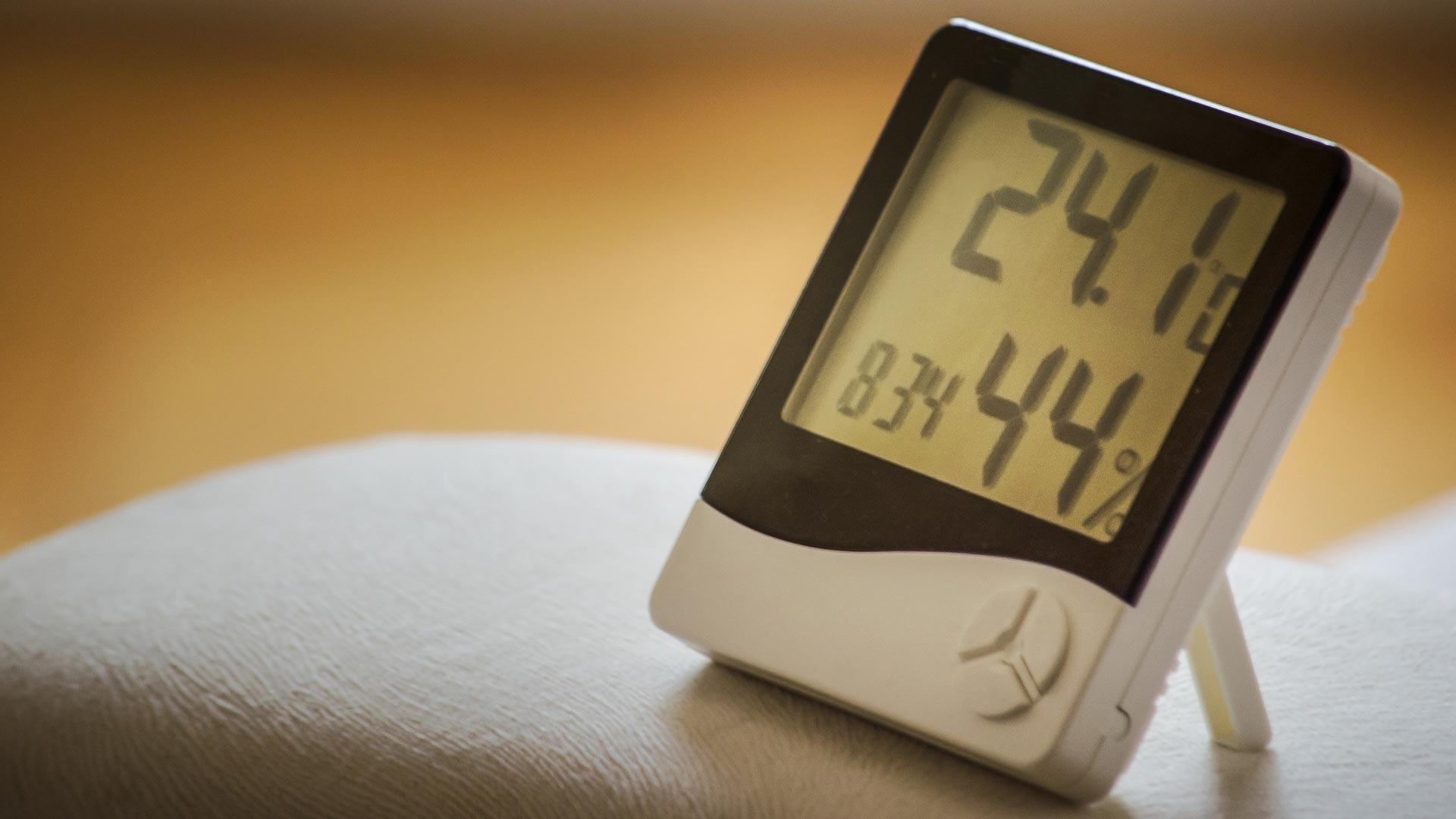 Mit einem Hygrometer behalten Sie die relative Luftfeuchte im Blick.
