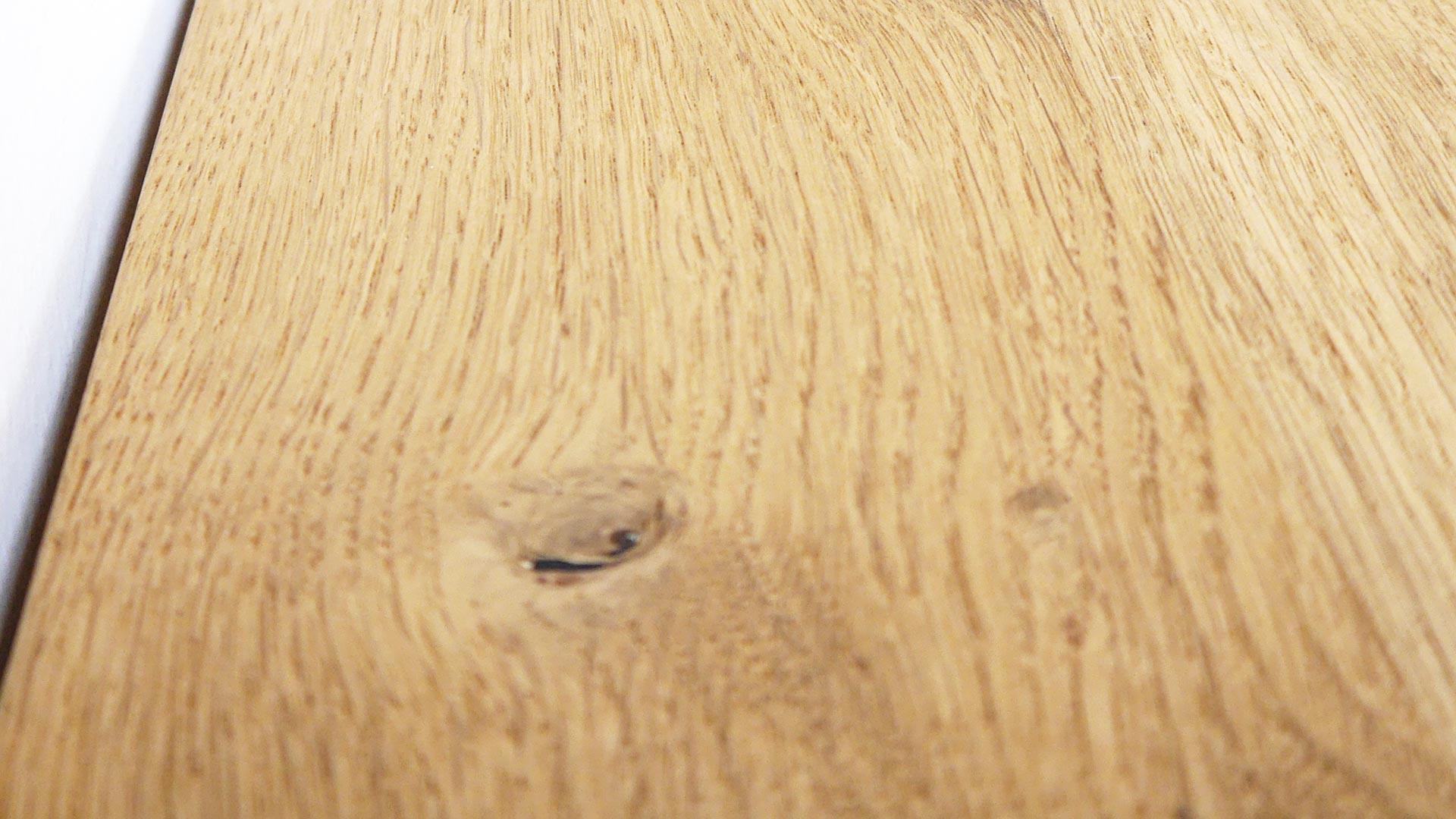 Geölte Holzoberflächen sind gerade wegen ihrer angenehmen organischen Haptik sehr beliebt.