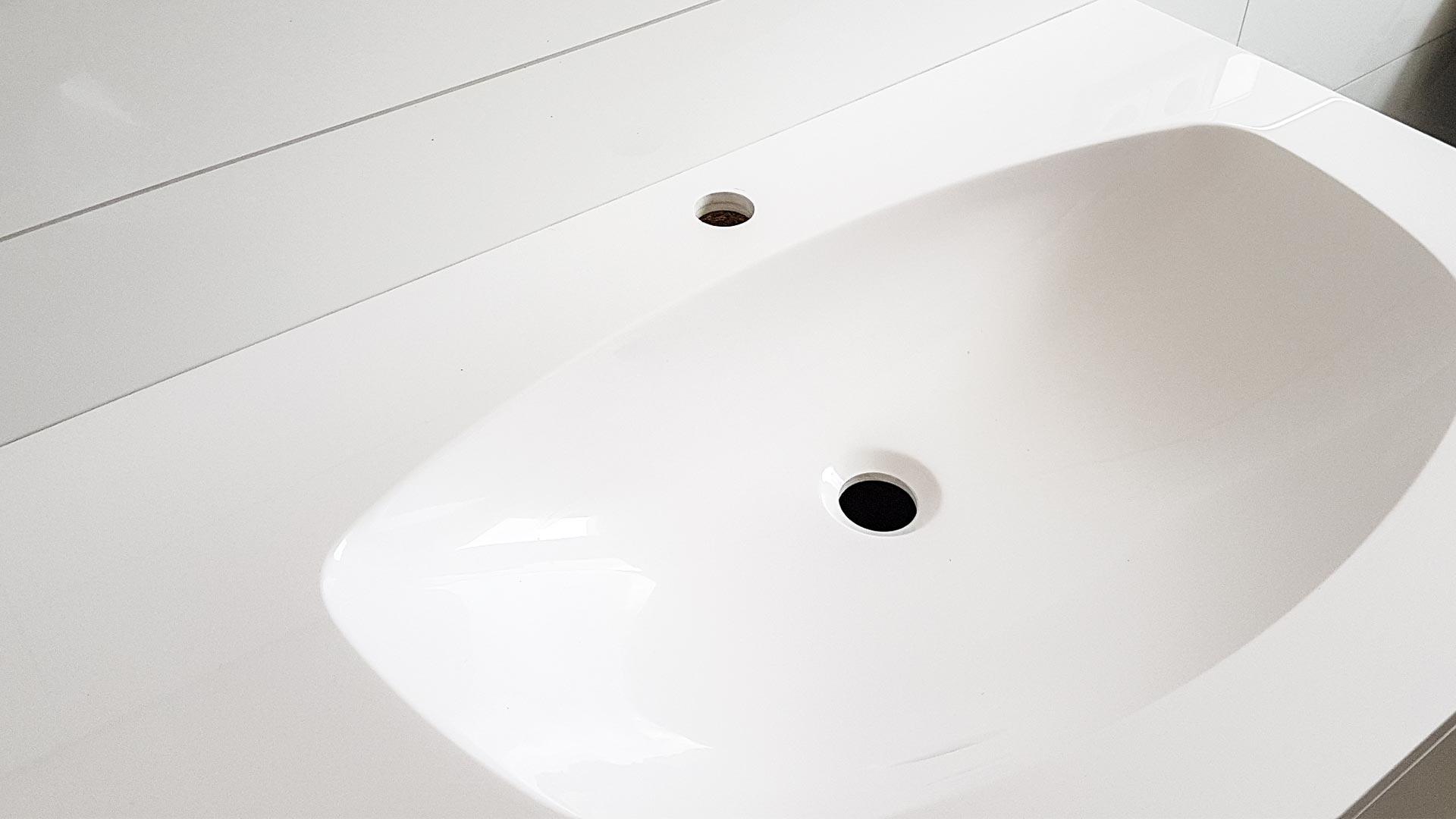 Porzellankeramik hat eine unvergleichlich ebenmäßige Oberfläche.