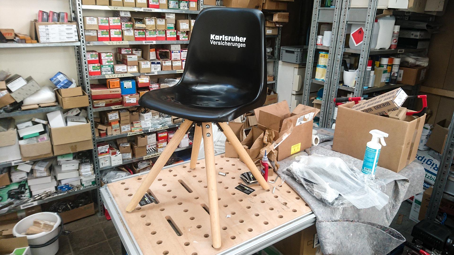 In der HMI-Werkstatt werden aus den alten Tribünensitzen echte Designerstücke.