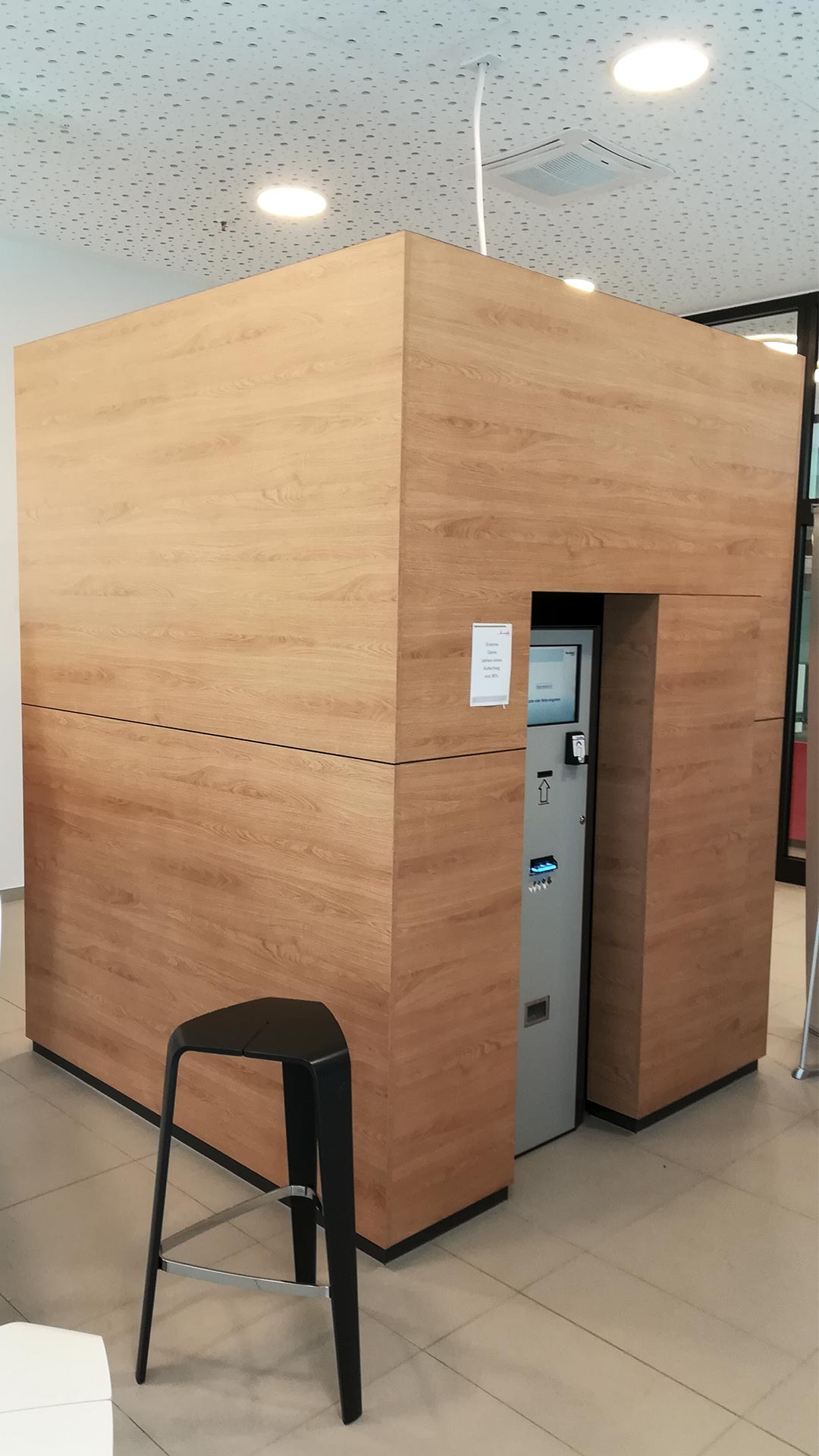 Am Ladeterminal können die Chipkarten aufgeladen werden, die zum Bezahlen an Bar und Automaten verwendet werden.