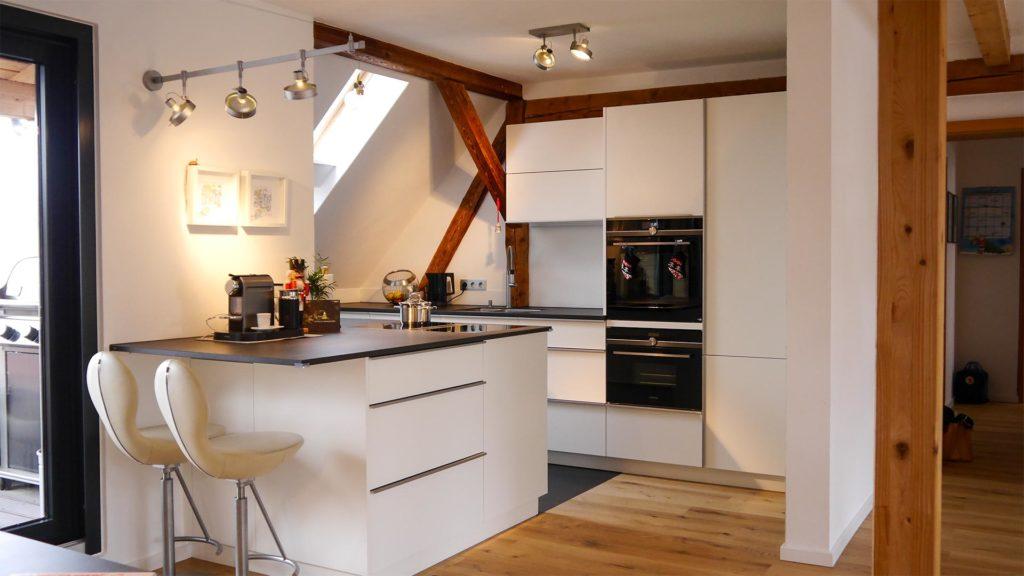 Einbauküche im Dachgeschoss