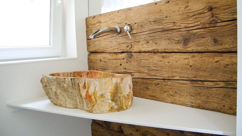 Waschtisch mit Altholz-Balken