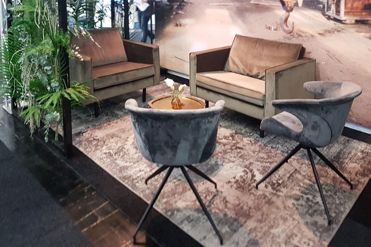 Es wird wieder wohnlicher: Grau- und Brauntöne, Teppich, Fototapete und altbekannte Designs im neuen Look