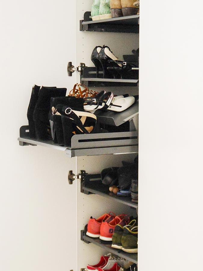 Das Schuh-Organisationssystem bietet in mehreren Auszügen Platz für etwa 48 Paar Schuhe
