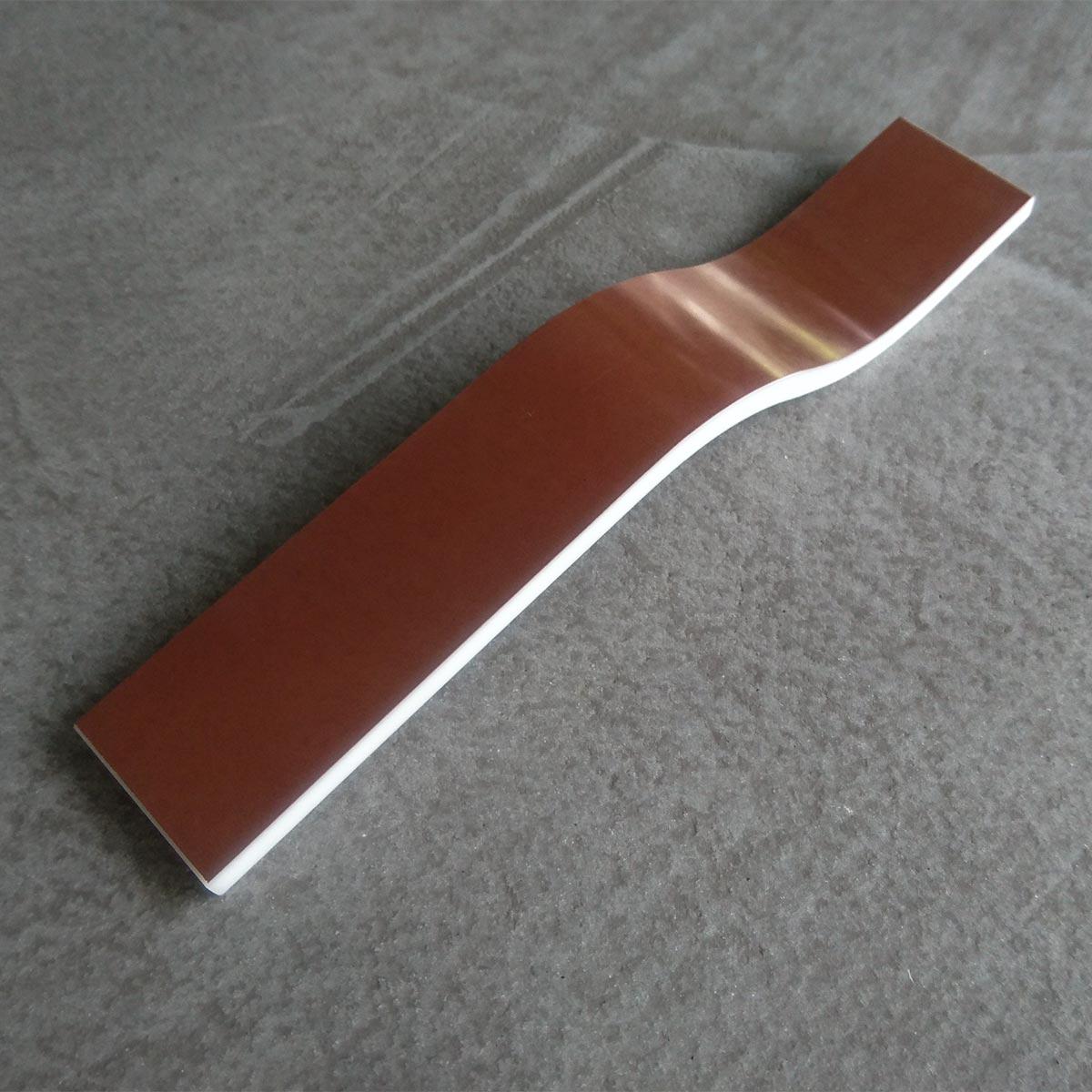 Warmer Glanz auf Mineralwerkstoff-Oberflächen dank Kupfer-Beschichtung