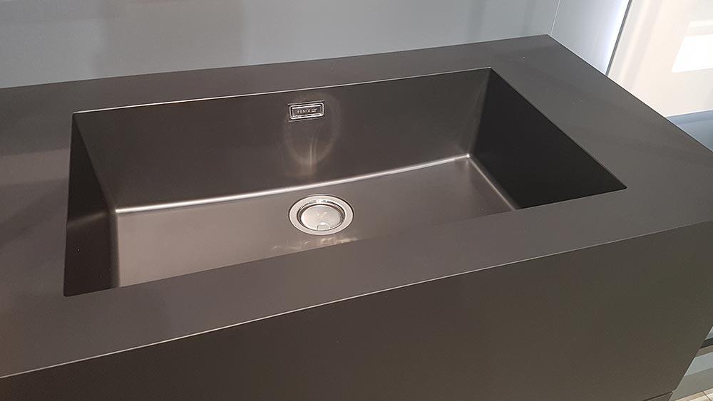 Es sind nun auch zu FENIX passende Waschbecken erhältlich, die sich flächenbündig einbauen lassen.