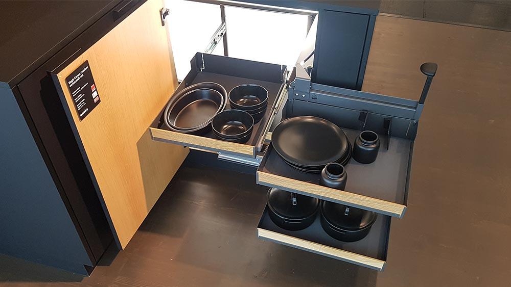 Peka Magic Corner Comfort ermöglicht die optimale und ergonomische Nutzung von Eckschränken.