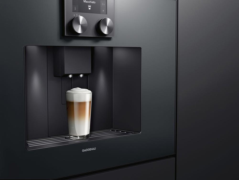 Ein Einbau-Kaffeevollautomat mit festem Wasseranschluss und unendlichen Feinjustage-Optionen garantiert den Gipfel des Kaffeegenusses mitten im Alltag.