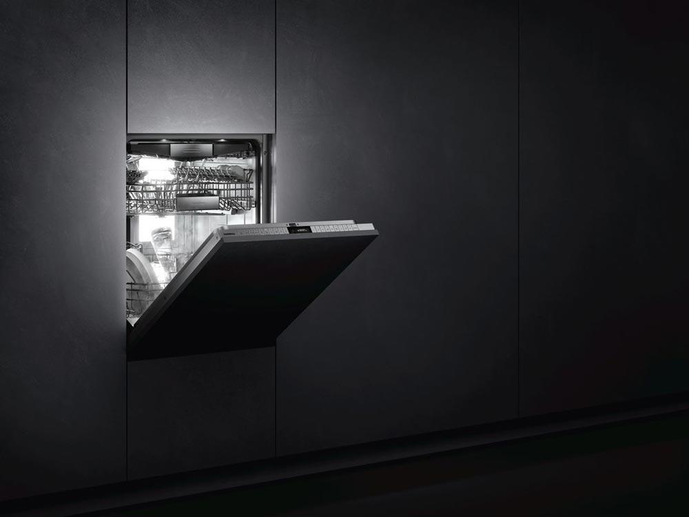 Bereits die diffuse Rückbeleuchtung der Geschirrspüler der Serie 400 von Gaggenau verrät: Ich bin etwas Besonderes