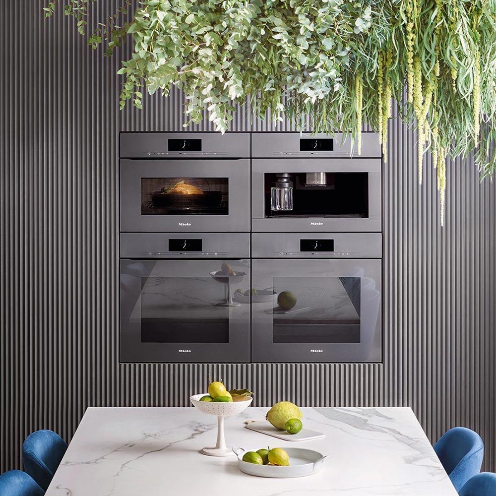 Immer besser: Die hochwertigen und langlebigen Einbau-Küchengeräte von Miele lassen sich problemlos ins Smart Home einbinden und machen da Kochen zum Vergnügen.