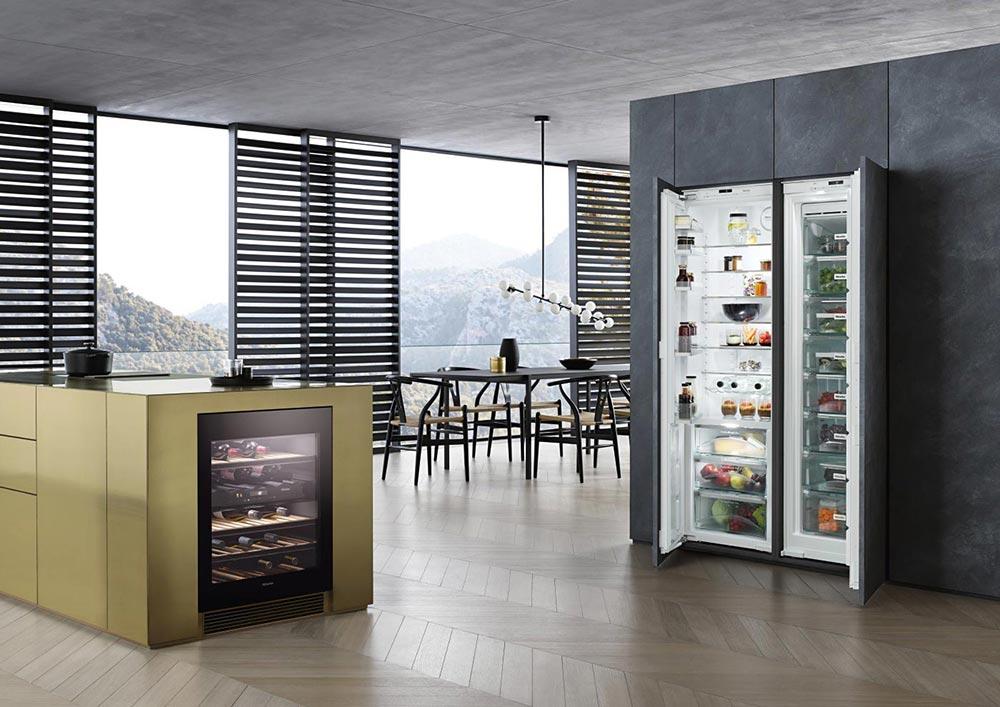 Wählen Sie Ihre Wunsch-Konfiguration aus Kühl-, Gefrier- und Weinklimaschränken.
