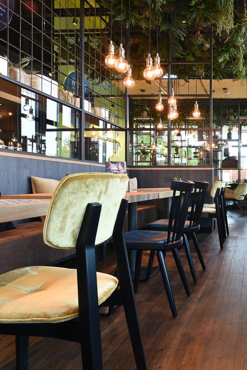 Trendbewusstes Café-Interieur von Schnieder