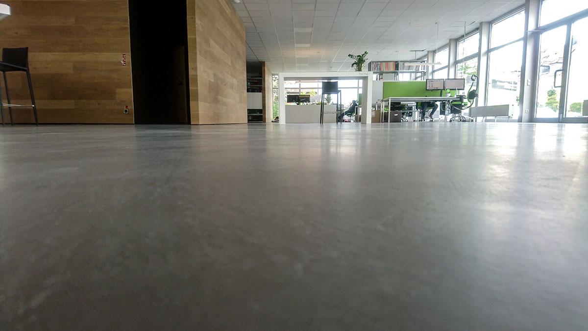 Eine der größten Betonputz-Flächen Deutschlands. Der Boden bei Hammer Margrander Interior