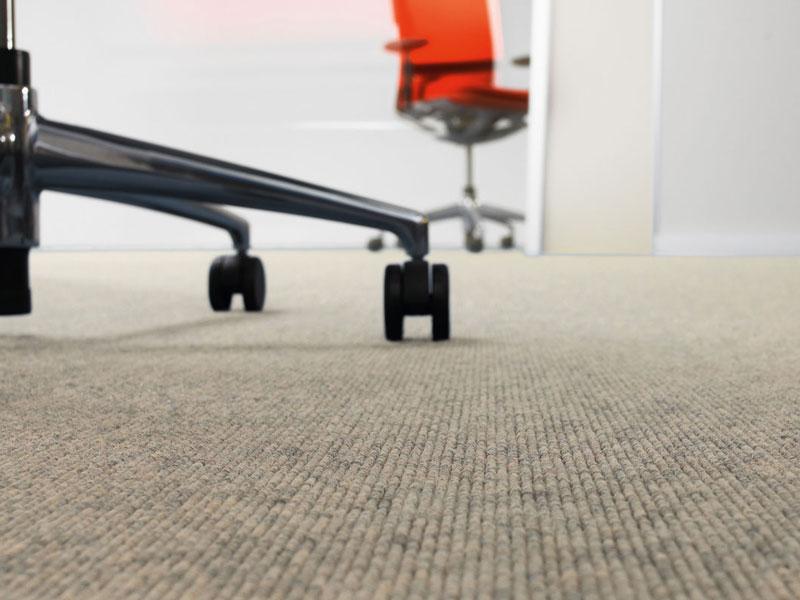 Polyamid sorgt dafür, dass Tretford INTERLIFE mühelos Bürostühlen standhält.