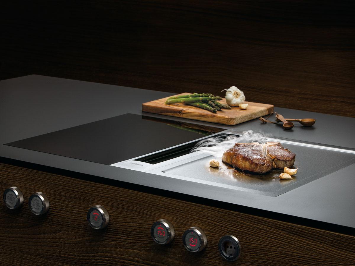 BORA Professional 2.0 mit Induktionskochfeld und Teppanyaki.