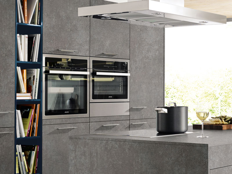 Die Geräte in der Kochzone sollten so positioniert werden, dass sie alle gut zu erreichen sind.
