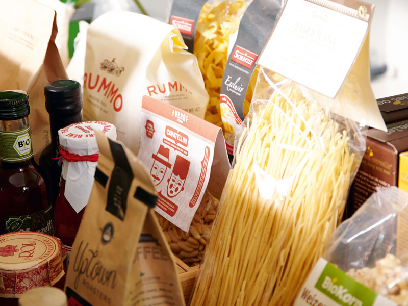 Die Vorratszone bietet jede Menge Stauraum, um Lebensmittel zu organisieren.