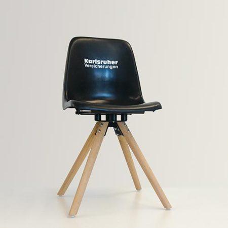 Aus einer Sitzschale aus dem Wildparkstadion wird ein Designerstuhl