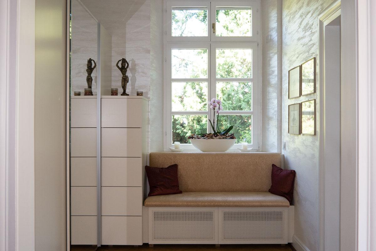 Garderobe mit Hochschrank, Schubladencontainer und Sitzbank