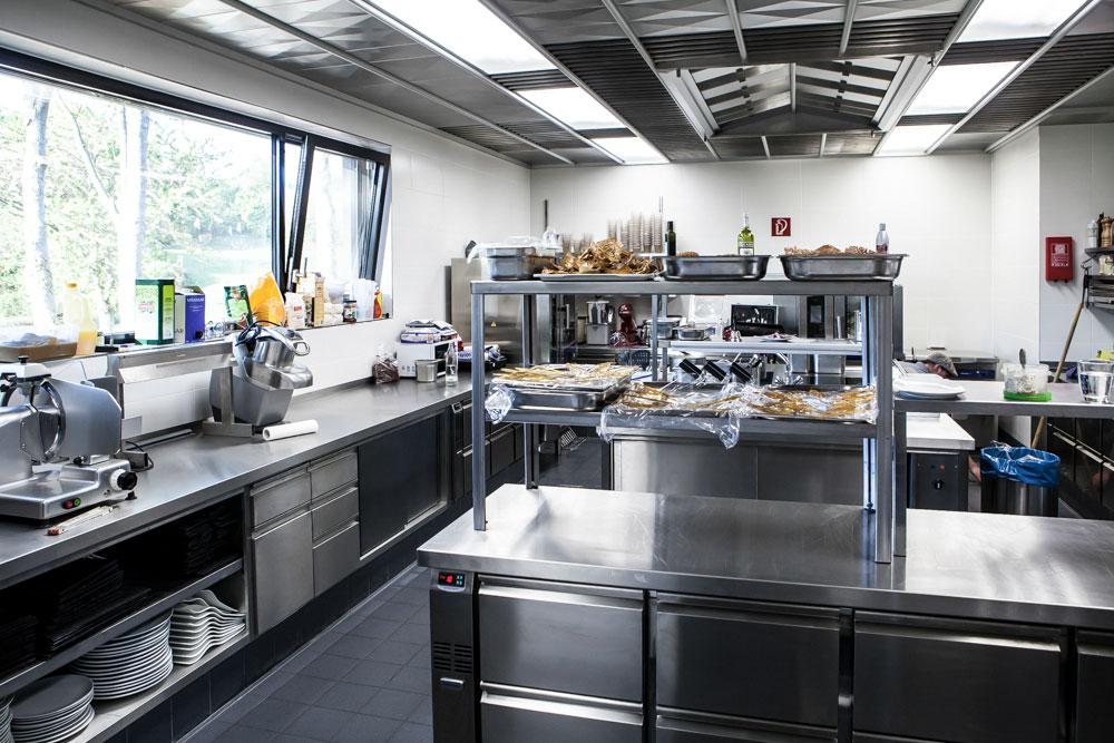 Wir kümmern uns um alle Details inklusive Küchentechnik.