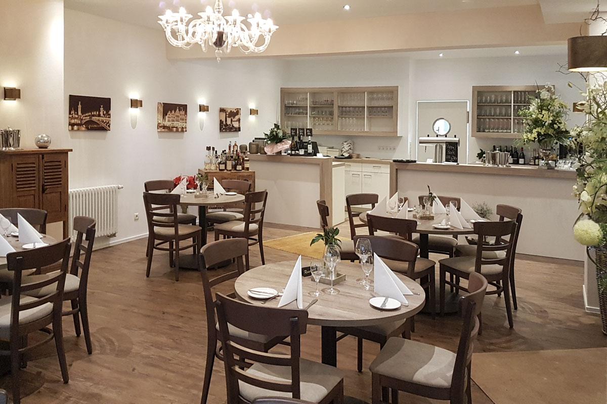 Das Thekenkonzept im Restaurant Pfalzgraf unterstützt das Servicepersonal.