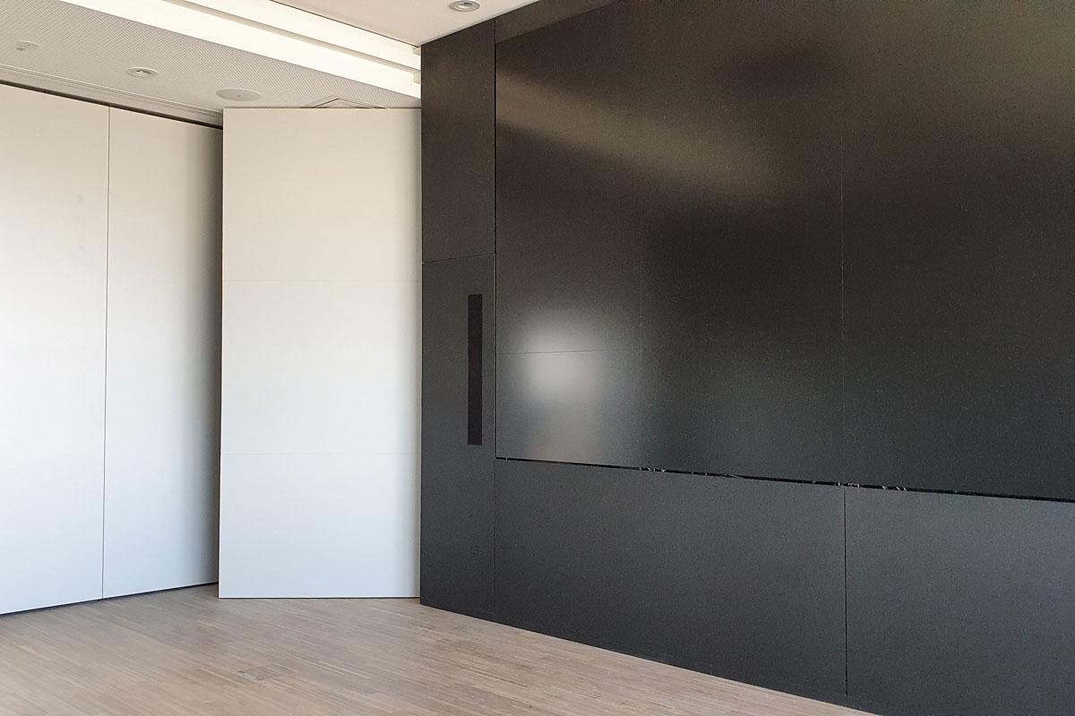 Lagerraum hinter Pivot-Tür links der Mediawall