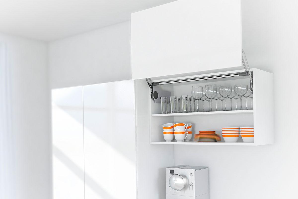 Bewahren Sie zerbrechliche Gegenstände in verschlossenen Oberschränken für eine kindersichere Küche.