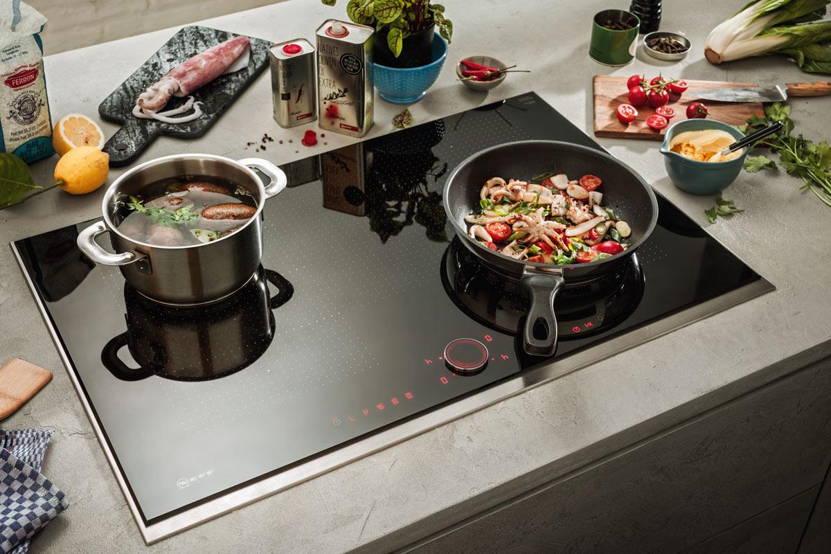 Achten Sie auf die Kindersicherung Ihrer Kochfelder zum Beispiel mit dem TwistPadFire von NEFF.