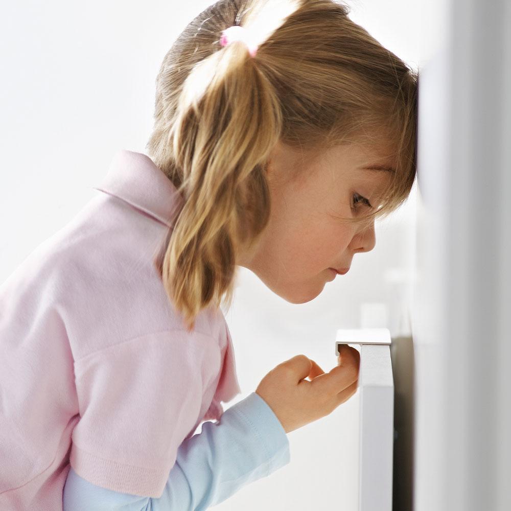 Von der Herdplatte bis zur Steckdose: Wie Sie Ihre Küche kindersicher machen