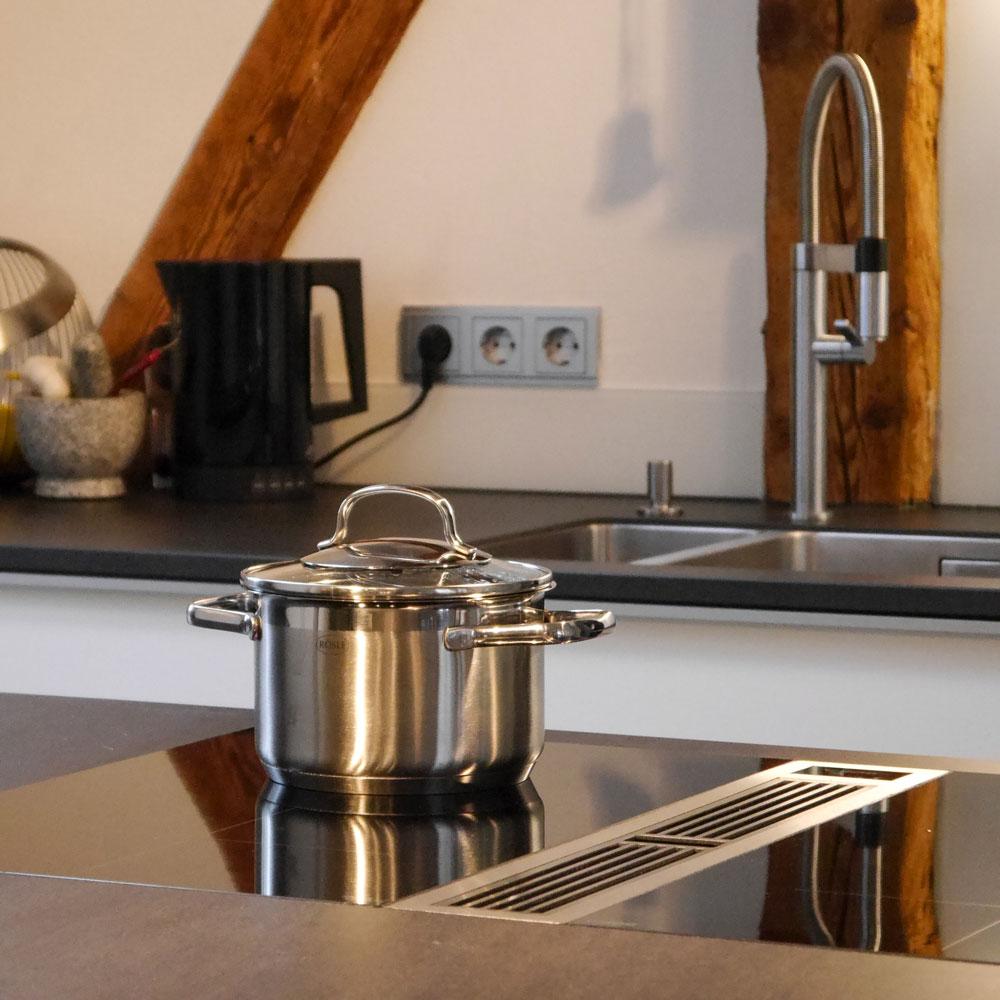 Schreinerküche mit BORA-Abzugssystem