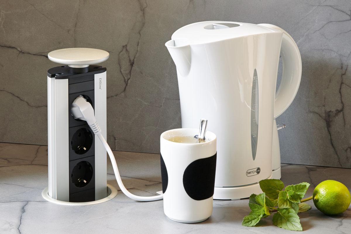 Versenkbare Steckdosenleisten sind ideal, um eine Küche kindersicher zu machen.