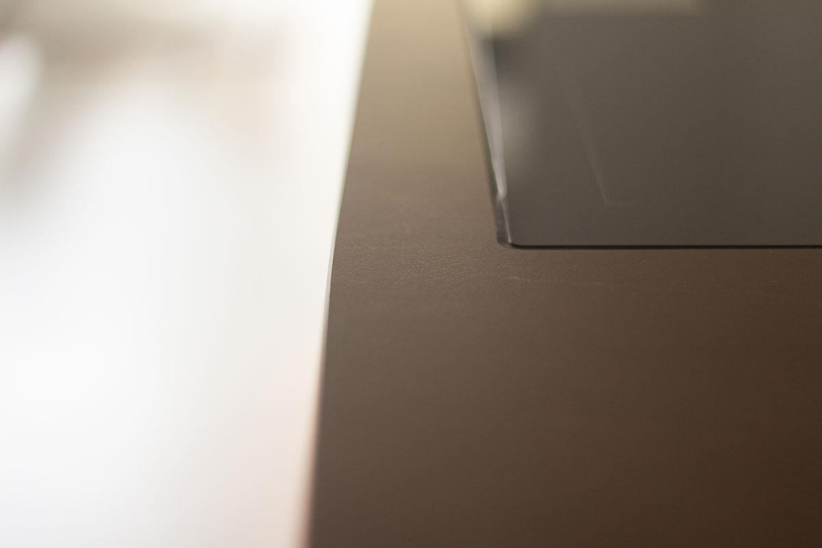 Ausschnitte in der Arbeitsplatte ermöglichen eine optimale Integration des Kochfelds in den Kochblock.