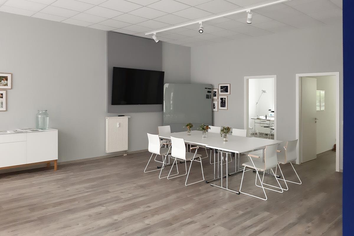 Ein einladender Besprechungsraum darf in keinen Büro fehlen