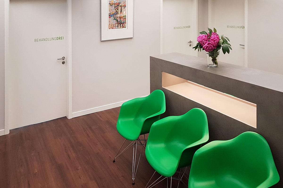 Kurzwartebereich im Corporate Design