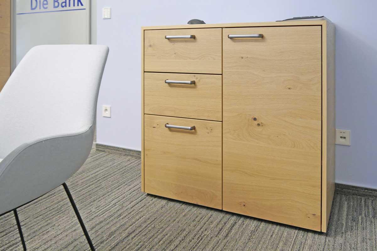 Die Sideboards dienen neben Aufbewahrung auch zur Dekoration.