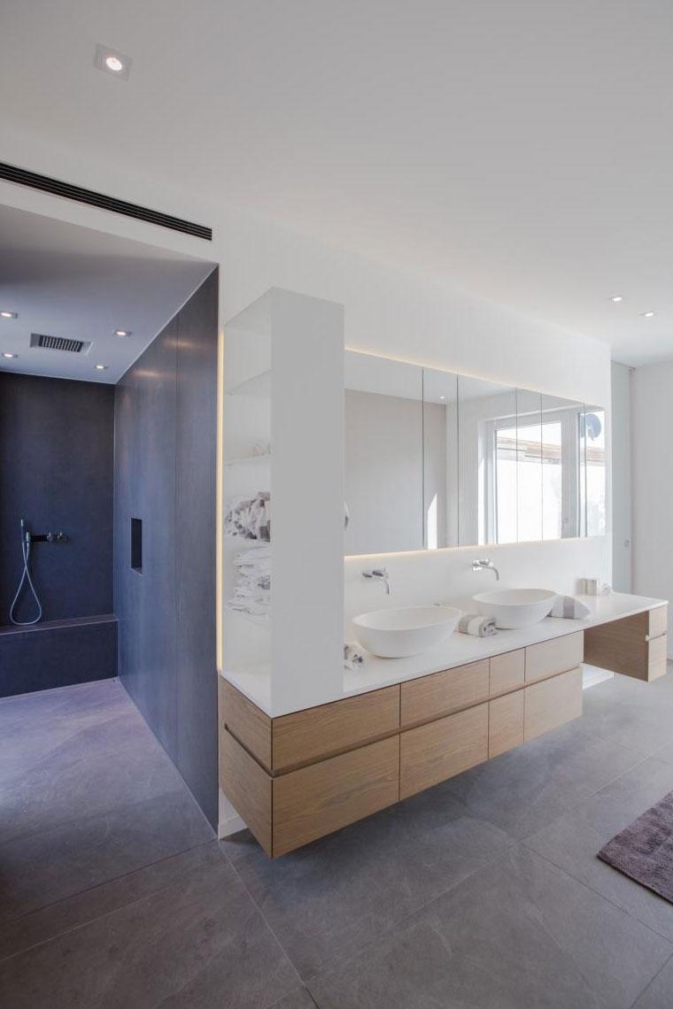 Organische Oberflächen wie Holz bringen Wärme in Ihr Badezimmer
