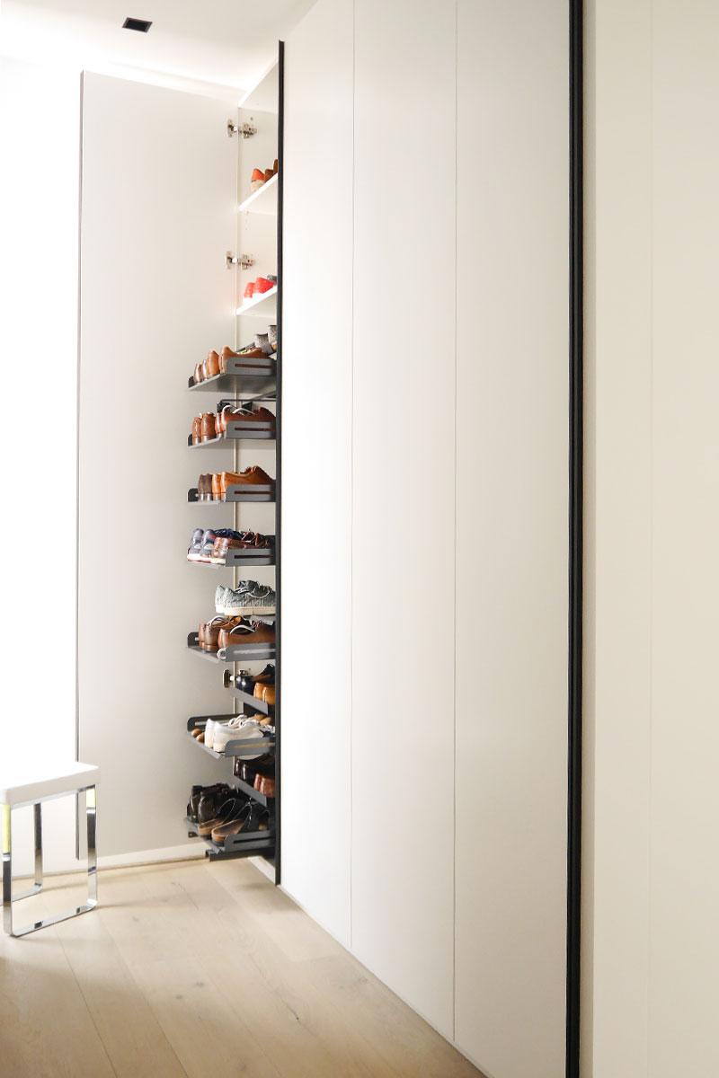 Schuhschrank mit praktischem Schuhauszug
