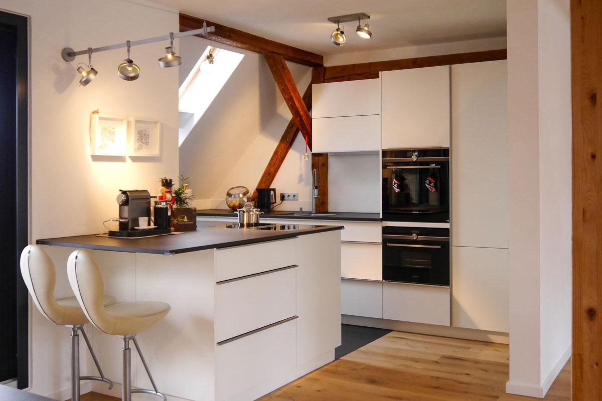 Dachgeschoss-Einbauküche