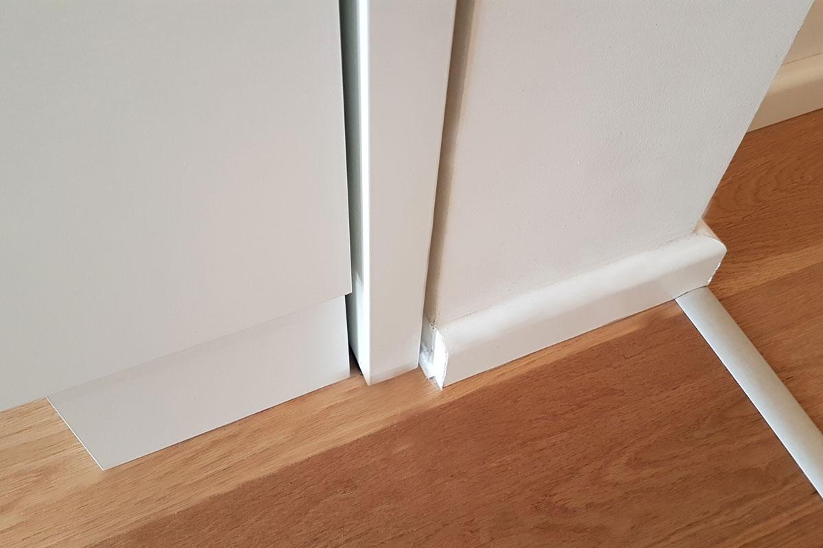 Die Tür integriert sich diskret in das Raumbild.